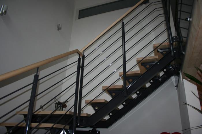stahlwangen fr treppe ausladende treppe aus stahl und. Black Bedroom Furniture Sets. Home Design Ideas